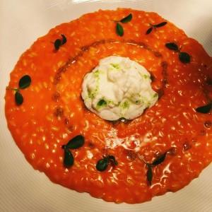 risotto rosso pomodoro con spuma di mozzarella